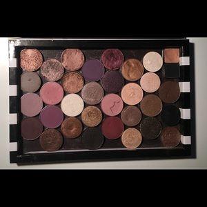 Z Palette with 33 ABH MUG MAC eyeshadows